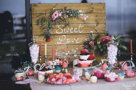 Cand bar на малиновую свадьбу в Москве