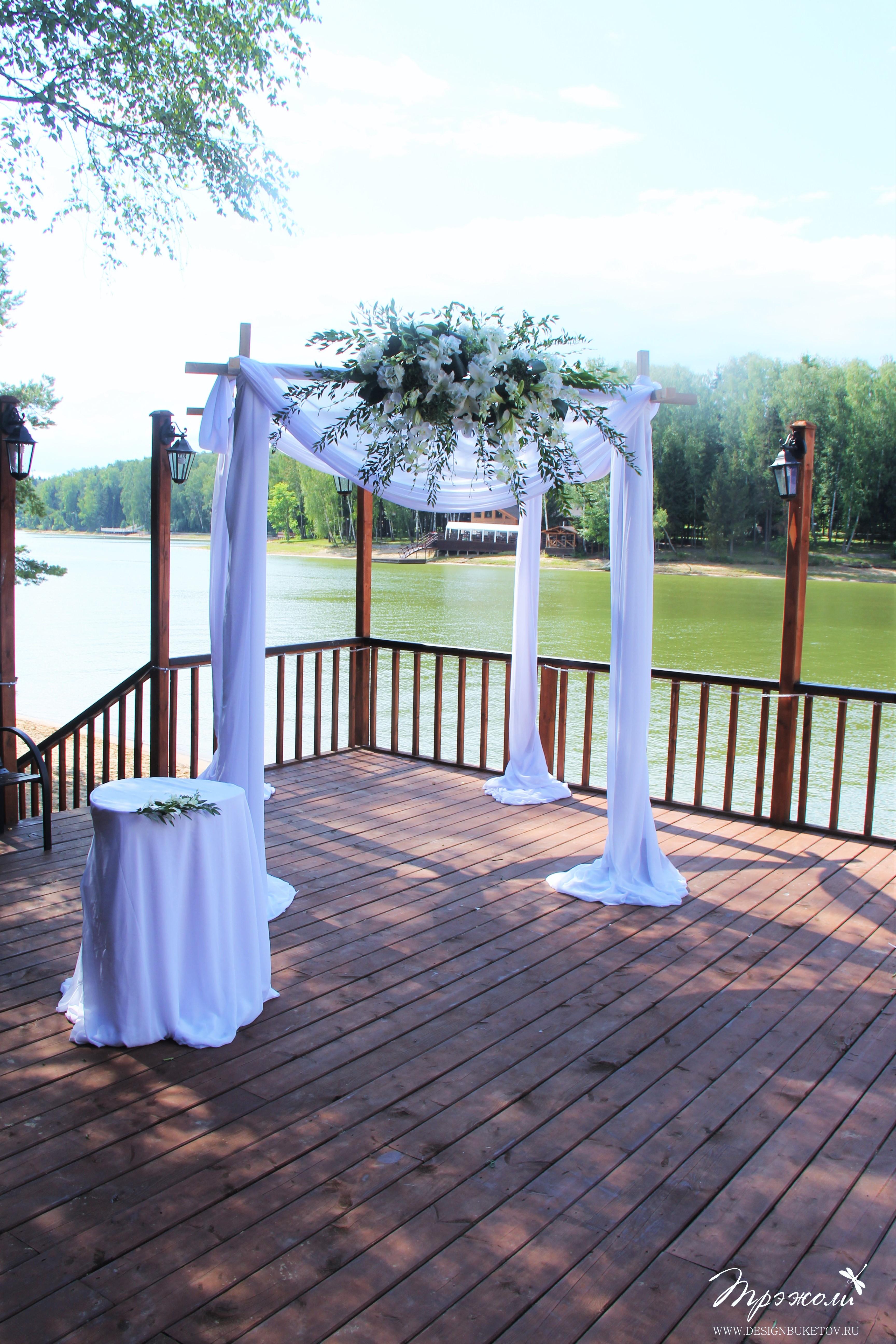 Свадьба на берегу реки. Церемония