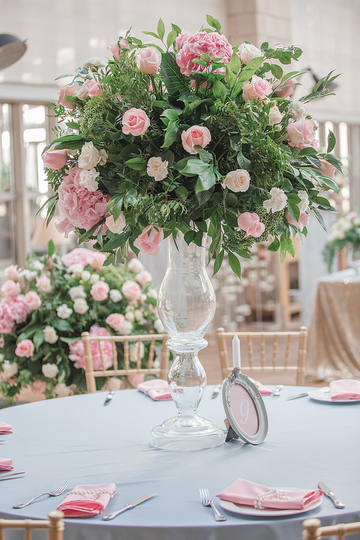 Высокие вазы на свадьбе в Москве