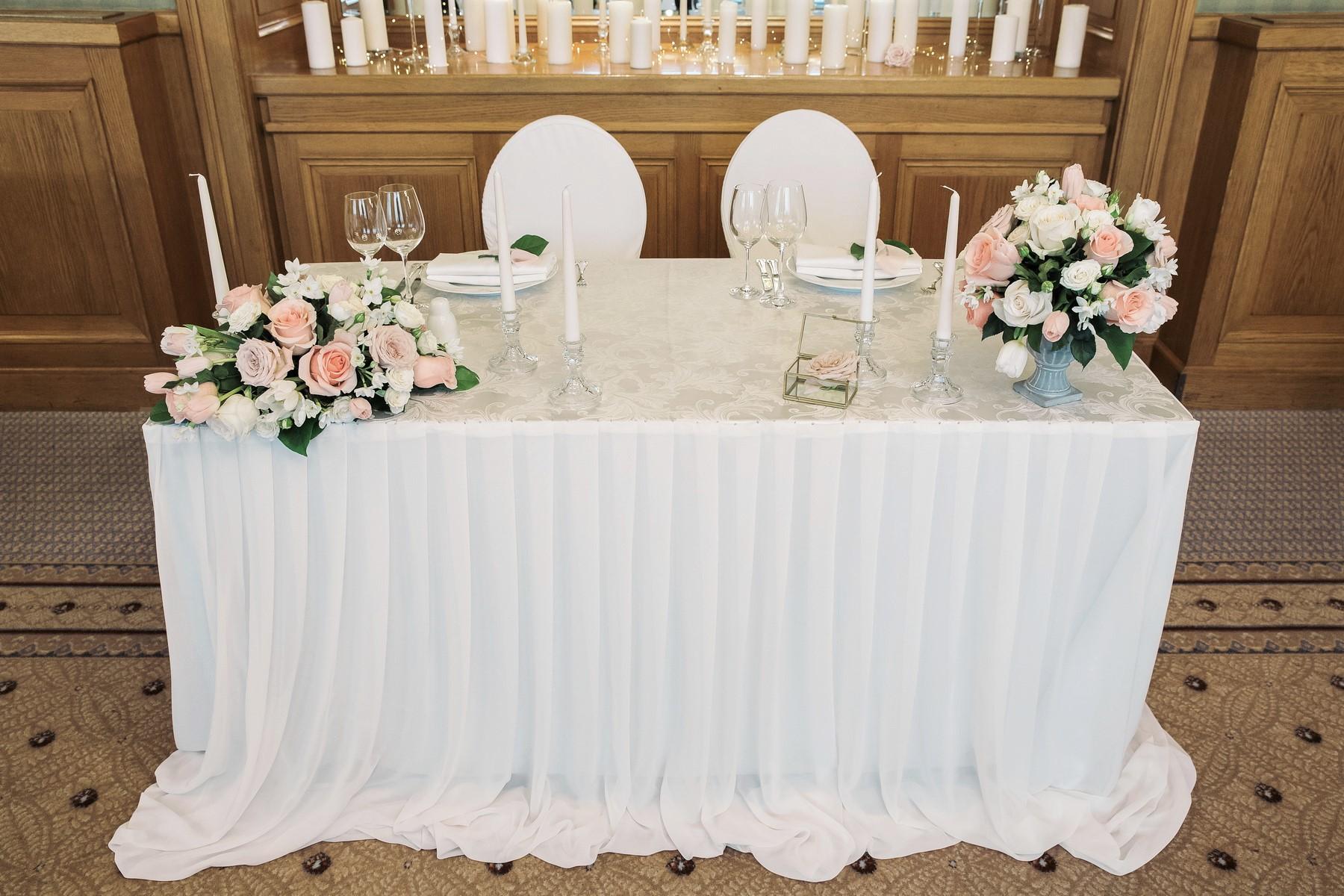 президиум стола на свадьбу .