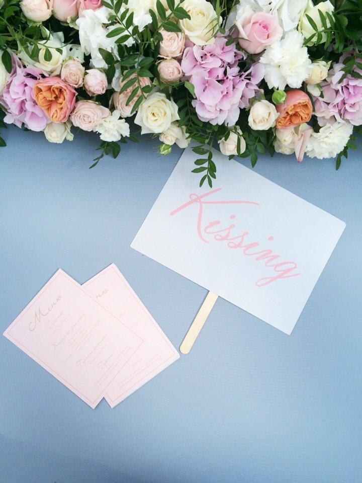Свадьба в цвете Serenity. Президиум