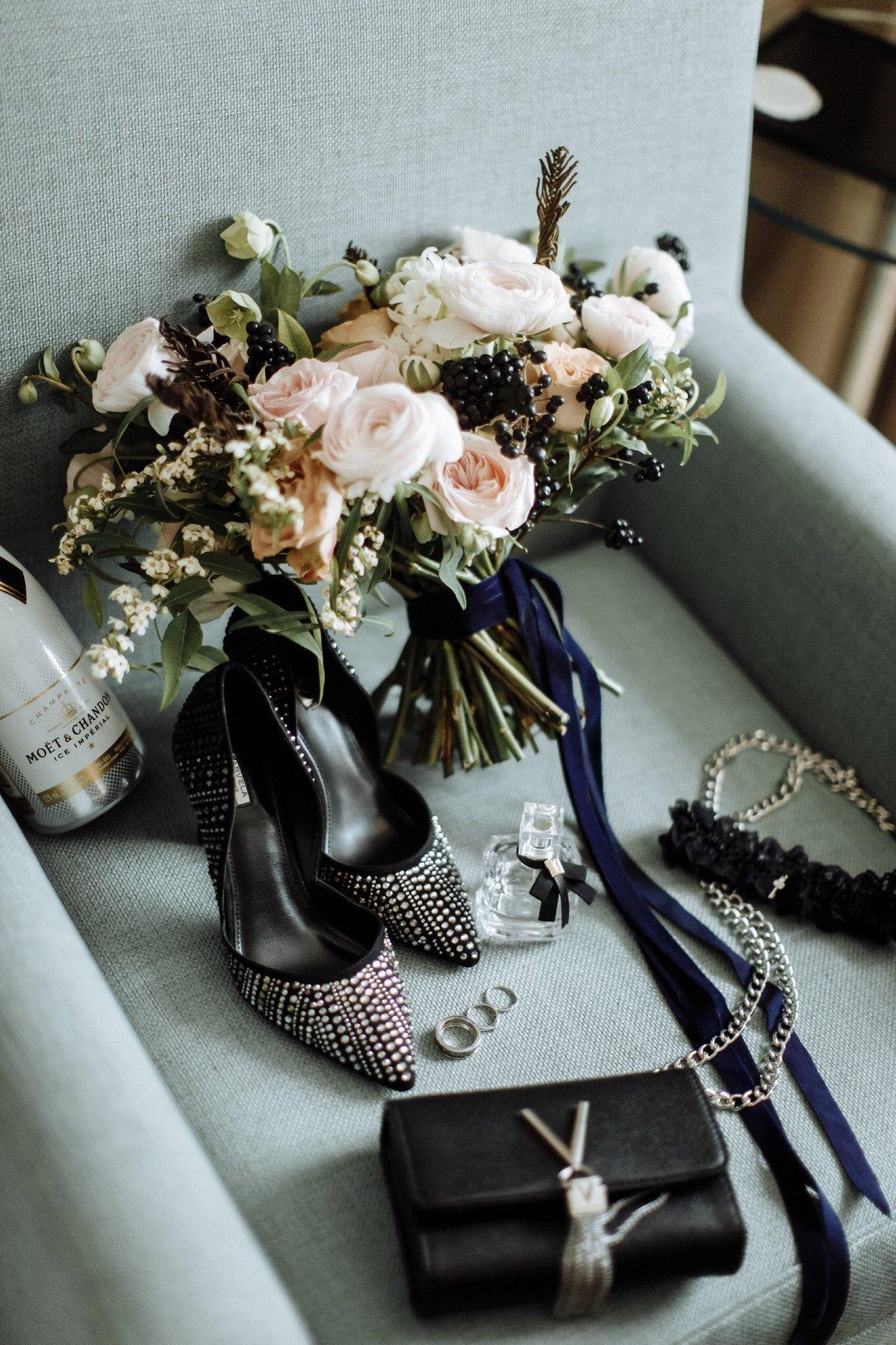 Свадьба в черных цветах