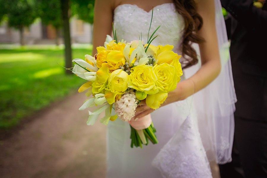 Желтый Букет невесты  в Москве