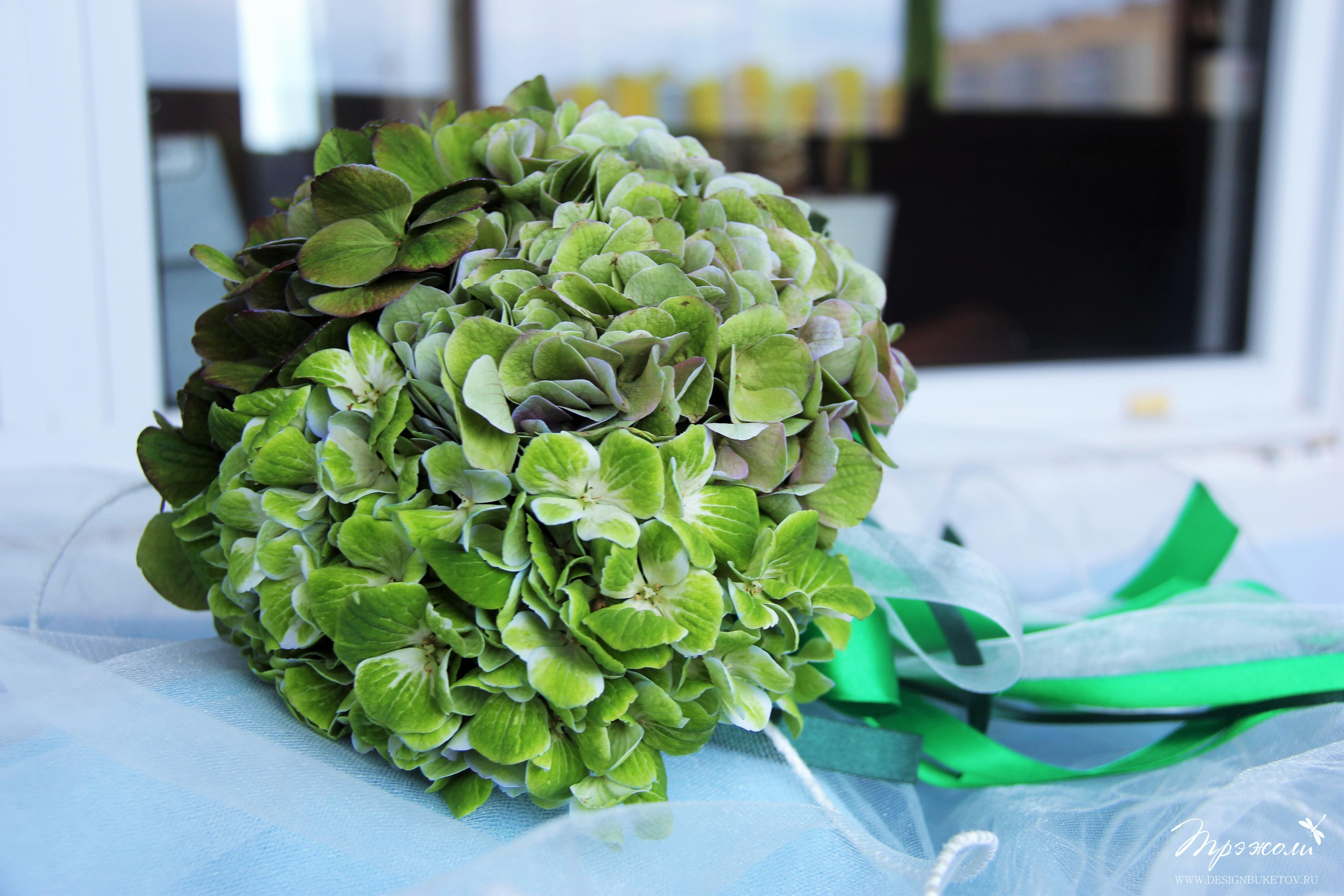 Зеленый букет невесты из гортензий
