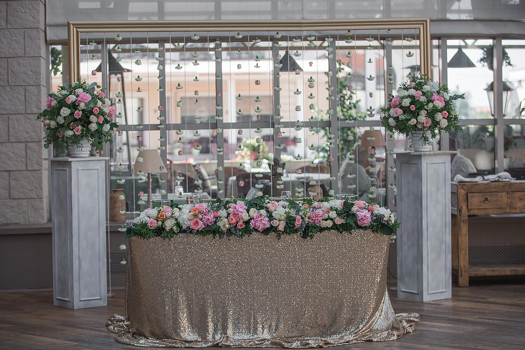 Президиум на свадьбе из паеток