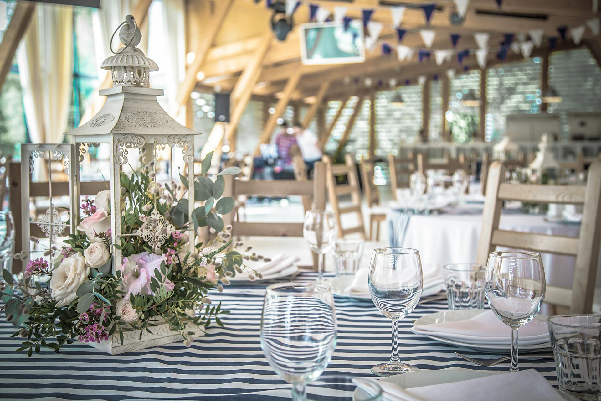Столы гостей на свадьбе в Зеленоград
