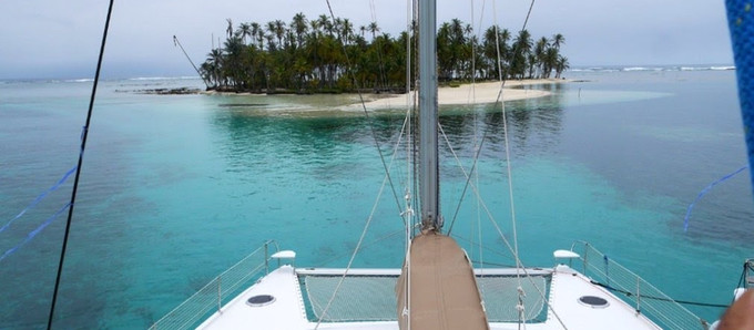 How Do Backpacker and Quality Sailing Holidays Coexist in the San Blas Islands?