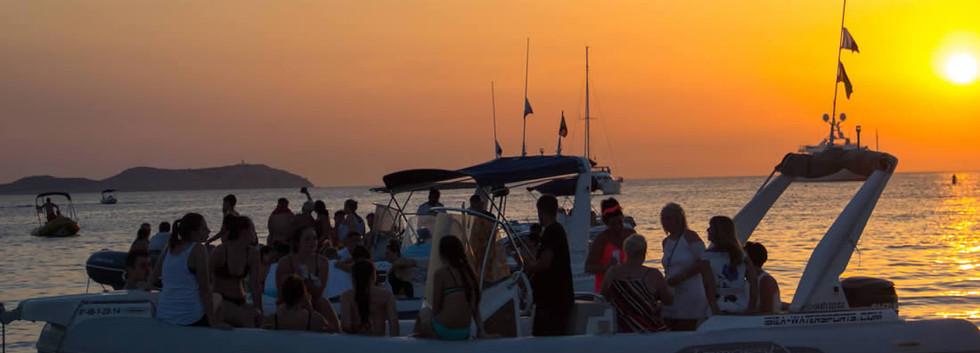speedboat-sunset2_movil.jpg