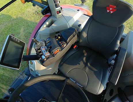tractor-massey-ferguson-8700S-Series-cab-interior