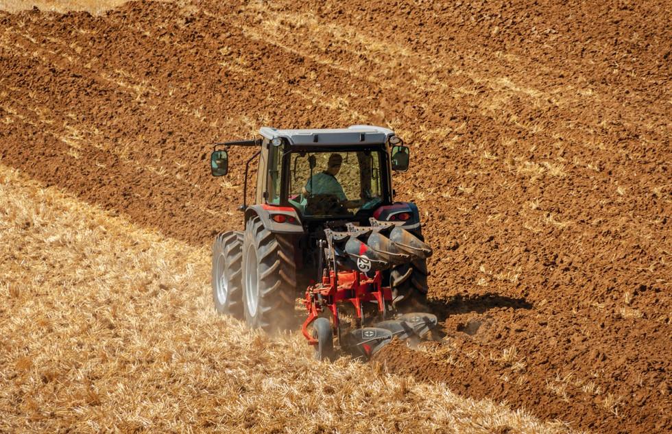 MF4709 Ploughing_Gregorie Besson Plough_FR-10591_107689_110557.jpg