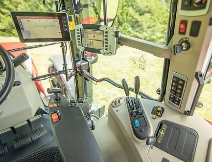 tractor-massey-ferguson-7700S-Series-deluxe-cab-interior