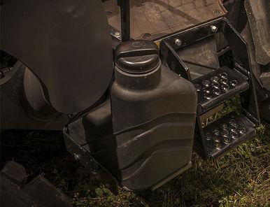 massey-ferguson-2600h-feature-easy-fuel-filling