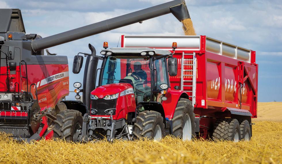 MF7715S_Grain Trailer_MF7347S_Activa_Unloading_FR_0717-3494_141262.jpg