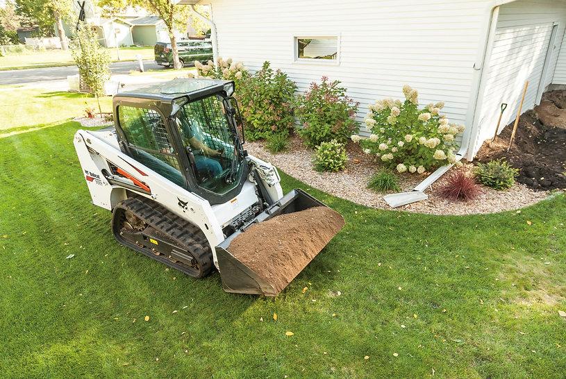 bobcat-t450-hauling-dirt-207149-127795-fc.jpg