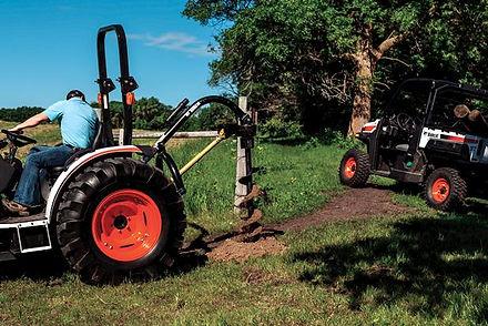 bobcat-tractor-auger