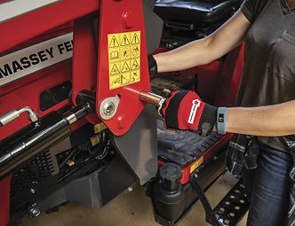 massey-ferguson-mseries-feature-quick-attach-loaders-740