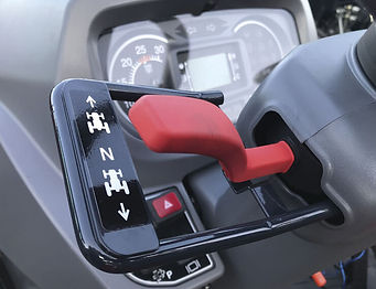 massey-ferguson-mseries-feature-shuttle-shift-lever-740x