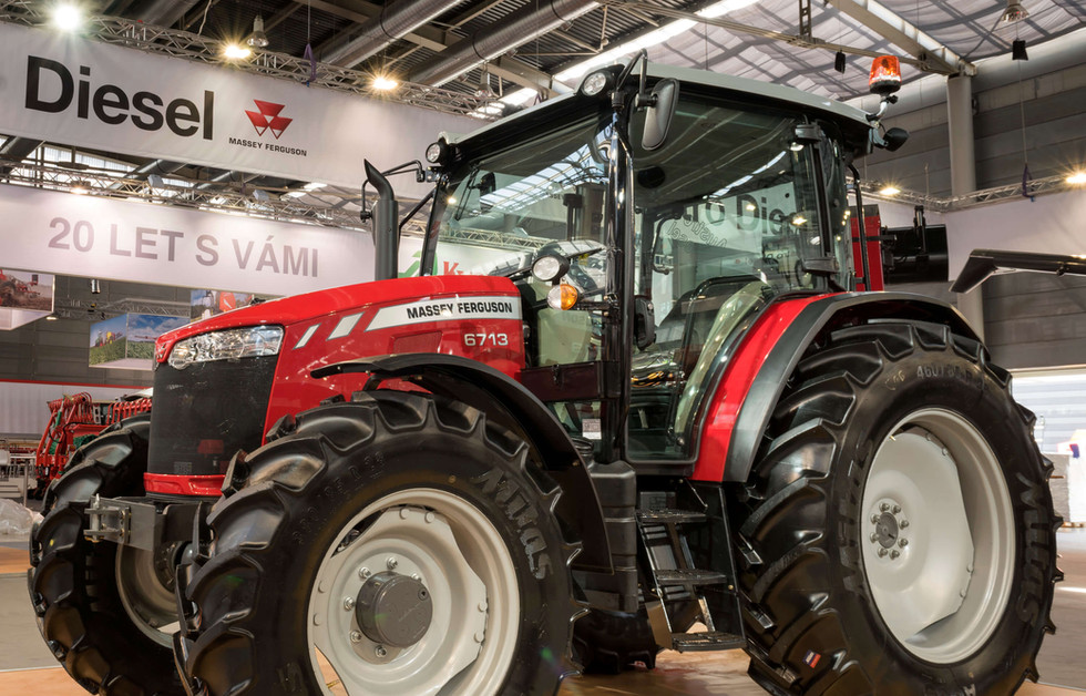 tractor-display-massey-ferguson-6700-series