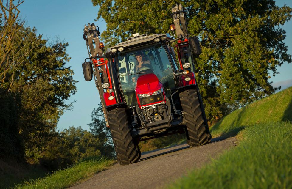 MF5713S_Kuhn_Sprayer-Deltis1302_Transport_FR_0917-9983_137176.jpg
