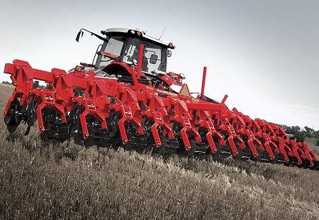 Équipement de travail du sol Sunflower tiré par tracteur Massey Ferguson