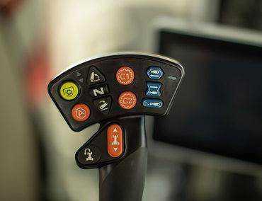 tractor-massey-ferguson-8700S-Series-joystick