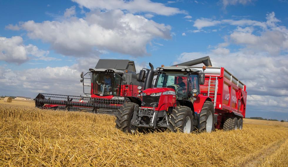 MF7715S_Grain Trailer_MF7347S_Activa_Unloading_FR_0717-3514_141263.jpg