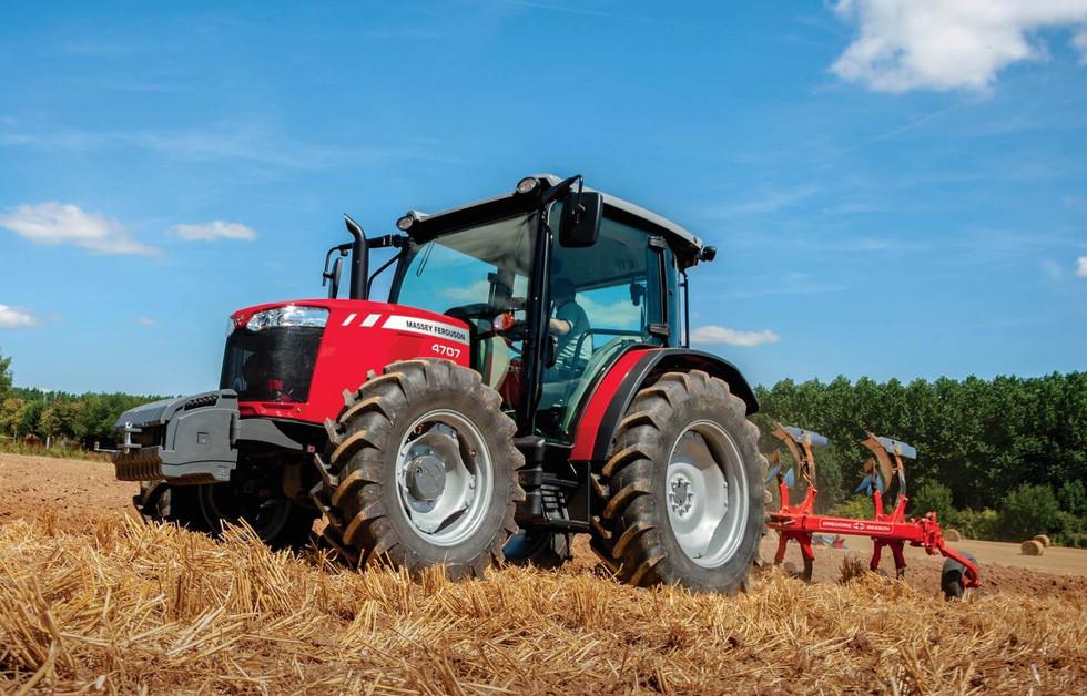 Massey-Ferguson-4709 Ploughing_Gregorie Besson Plough_
