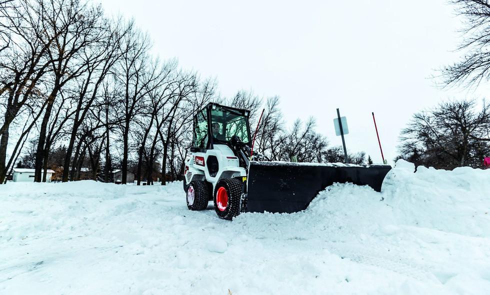 bobcat-l28-snow-blade-a40i1400-20g1-fc1.jpg