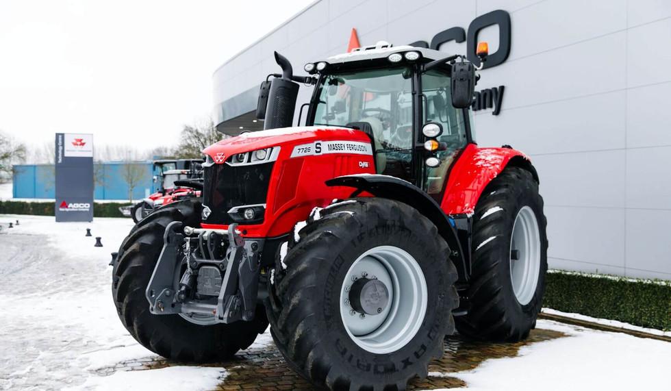 MF Snow-Tractor-Beauvais-Fr-0119-1.jpg