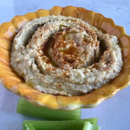 Creamy Garlic Hummus