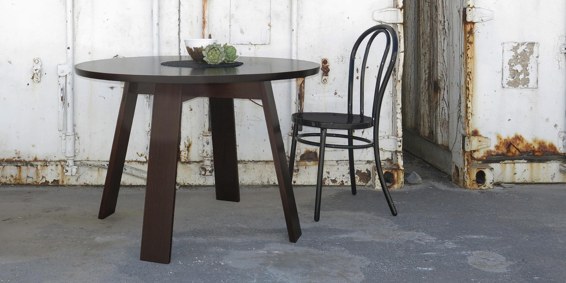 meisie table, 1100 dia x 730, wenge