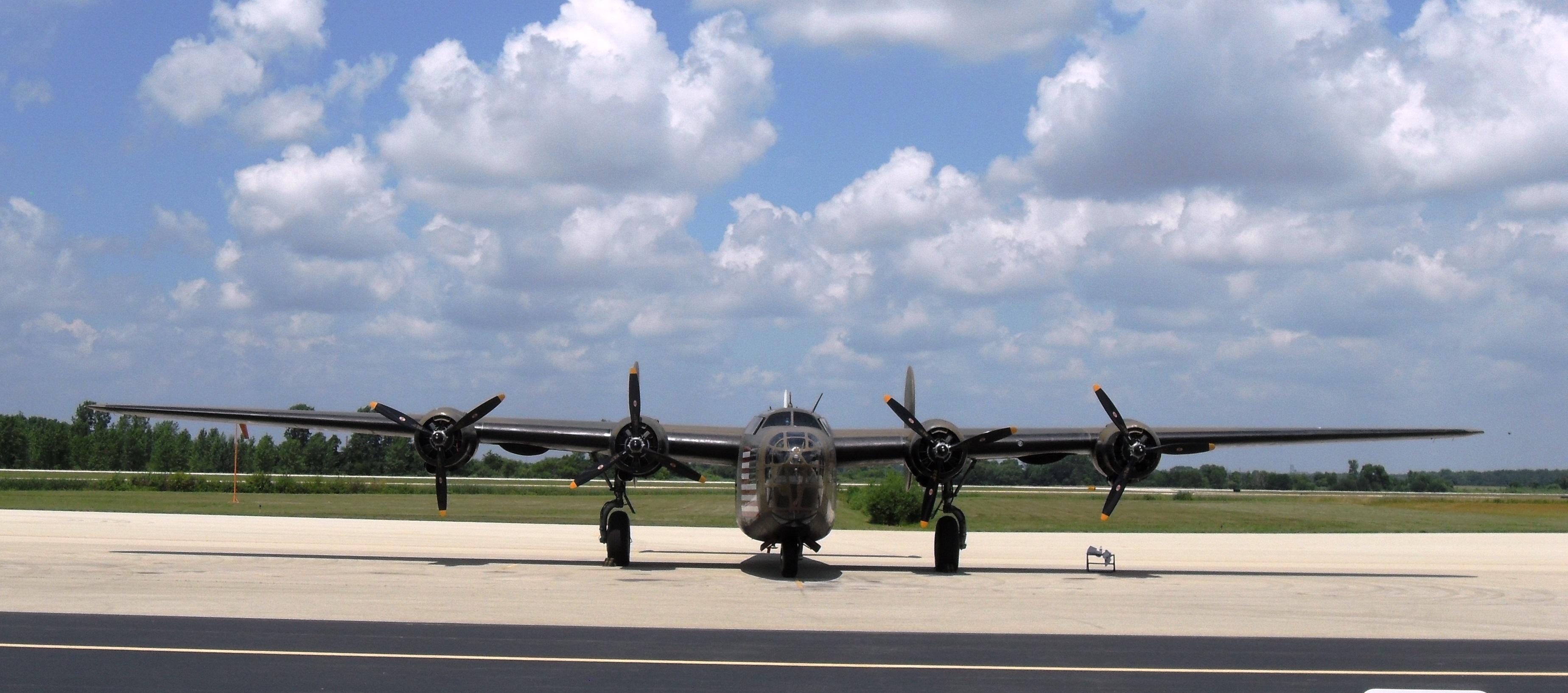 B-24 in KIKK  009.JPG