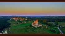 Zamek Mirów w ostatnich promieniach sierpniowego słońca