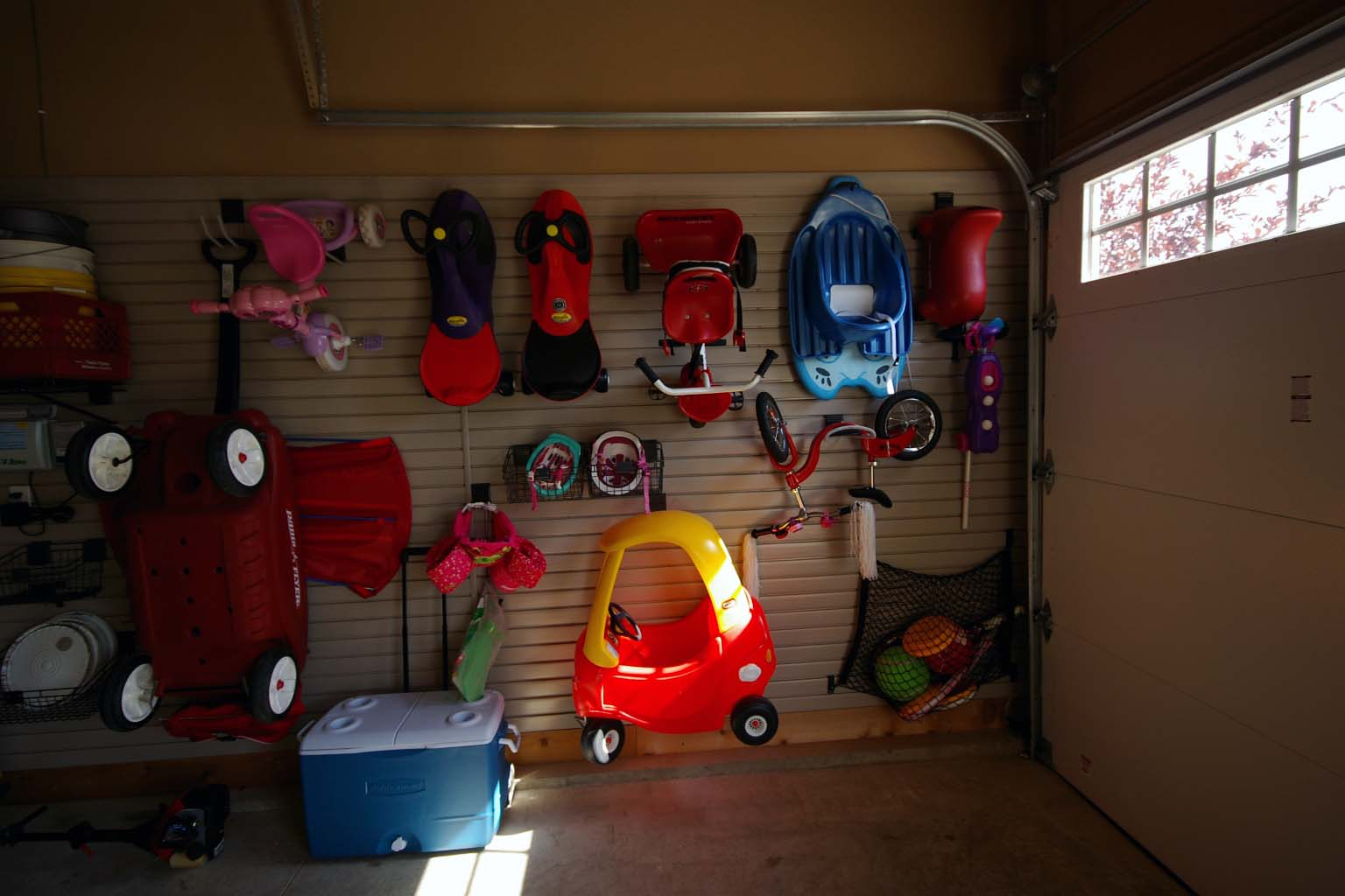 SlatWall Hanging Storage
