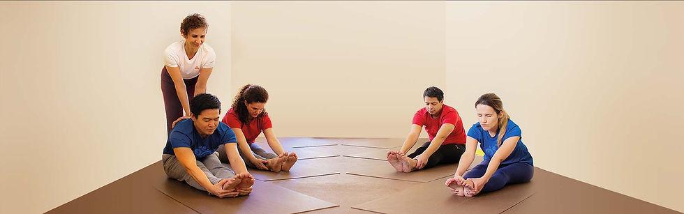 Aula-de-Yoga-1800x563-claro.jpg