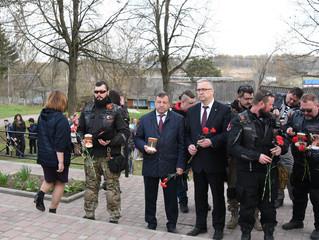 Участники мотомарша приняли участие в торжественном мероприятии на мемориальном комплексе в д. Капыр
