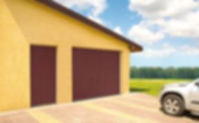schwingtore mit garagennebentuere.jpg
