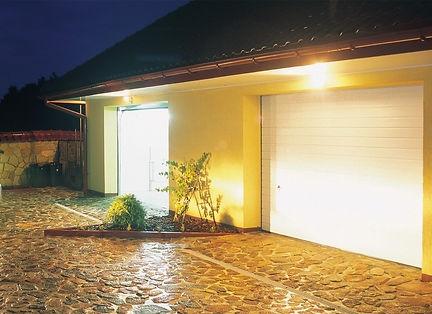 Garagentore mit Fenster von Domatrend.jpg