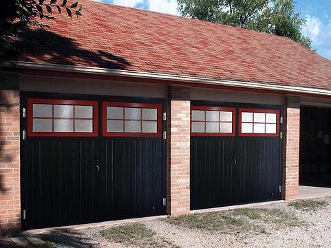 Garagen Fluegeltor mit fenster.jpg