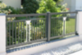 Aluminium Zaun zweifarbig.jpg
