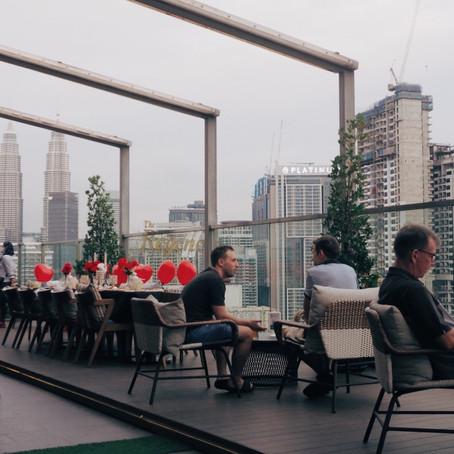 游浪在25楼俯瞰首都繁华:Rooftop at 25 Bar & Lounge, Hilton Garden Inn Kuala Lumpur South