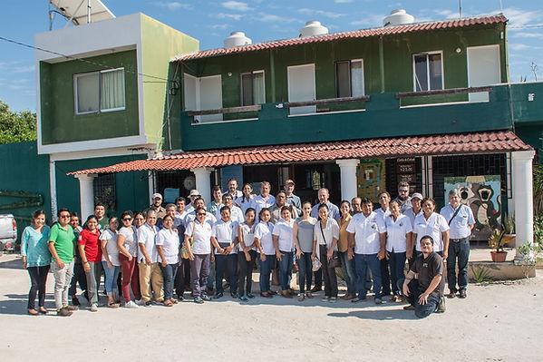 fotografía con miembros de la alianza peninsular para el turismo comunitario