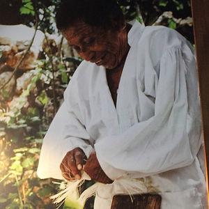 hombre maya trabajando el henequén en xyaat quintana roo