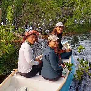 bote con turistas en el centro ecoturístico carey en campeche