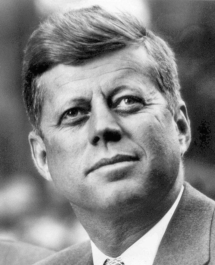 Primer plano del presidente John F. Kennedy.