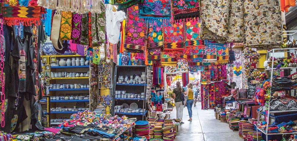 El-Mercado-de-Artesanías-de-la-Ciudadela-la-casa-de-la-cultura-mexicana.jpg