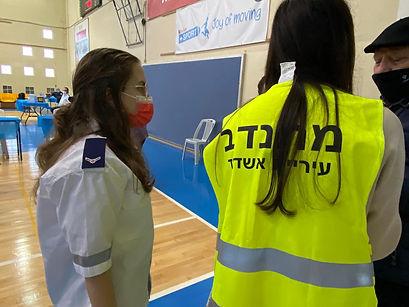 מתנדבות עם מתחסן