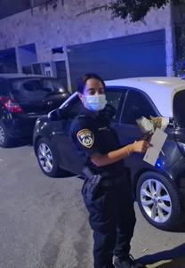 שוטר מחזיקה שי