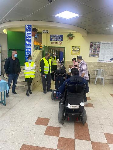 מתנדבים ומתחסנים במתחם התחסנוצת