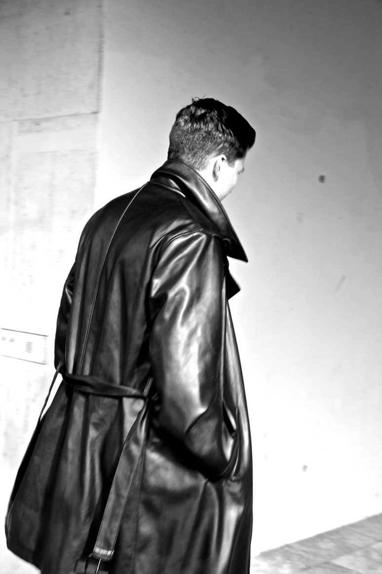 Leather trench plus Gelfrisur